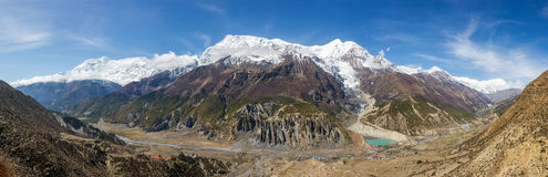 Πανοραμική άποψη της σειράς βουνών κοιλάδων και Annapurna Manang Στοκ φωτογραφία με δικαίωμα ελεύθερης χρήσης