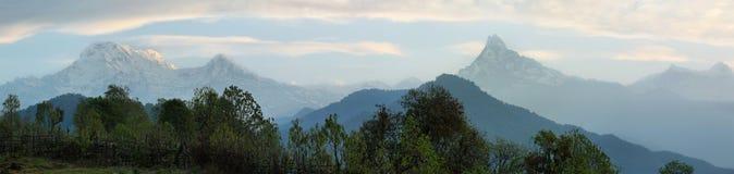 Πανοραμική άποψη της σειράς Annapurna στο Νεπάλ Στοκ εικόνα με δικαίωμα ελεύθερης χρήσης