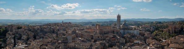 Πανοραμική άποψη της Σιένα και Duomo της Σιένα Στοκ εικόνες με δικαίωμα ελεύθερης χρήσης