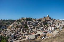 Πανοραμική άποψη της smal πόλης πλατείας Armerina στη Σικελία Στοκ Εικόνες