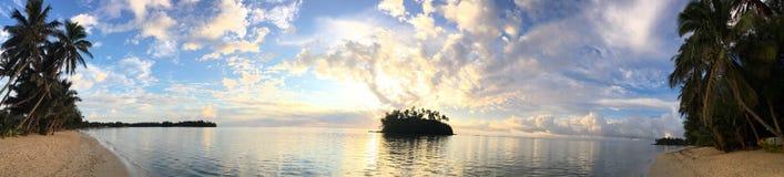 Πανοραμική άποψη τοπίων της λιμνοθάλασσας Muri στην ανατολή σε Rarotonga Στοκ Φωτογραφία