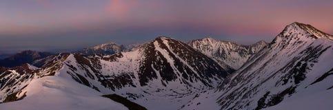 Πανοραμική άποψη του ηλιοβασιλέματος στο δυτικό βουνό tatra Στοκ Εικόνες