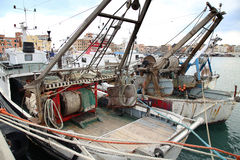 Πανοραμική άποψη του λιμένα Anzio, με τα αλιευτικά σκάφη και την αλιεία Στοκ φωτογραφίες με δικαίωμα ελεύθερης χρήσης