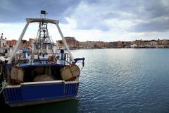 Πανοραμική άποψη του λιμένα Anzio, με τα αλιευτικά σκάφη και την αλιεία Στοκ Εικόνες