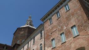 Πανοραμική άποψη του καθεδρικού ναού της Παβία που βλέπει από την πλατεία Cavagneria, Ιταλία φιλμ μικρού μήκους