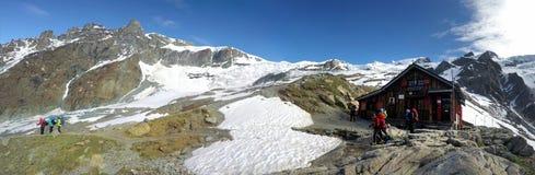 Πανοραμική άποψη του καταφυγίου Blanc λάκκας, Mont Blanc, Γαλλία Στοκ φωτογραφία με δικαίωμα ελεύθερης χρήσης
