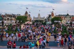 Πανοραμική άποψη του κεντρικού δρόμου από Cinderella Castle στο μαγικό βασίλειο στον κόσμο Walt Disney στοκ εικόνα