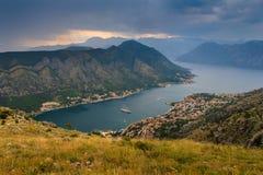 Πανοραμική άποψη του κόλπου Kotor στο καλοκαίρι Μαυροβούνιο Στοκ Εικόνες