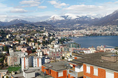 Πανοραμική άποψη του Λουγκάνο, Ελβετία, με ελκυστικό Apls Στοκ φωτογραφία με δικαίωμα ελεύθερης χρήσης