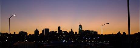 Πανοραμική άποψη του Μανχάταν από το Μπρούκλιν στο σούρουπο Στοκ φωτογραφία με δικαίωμα ελεύθερης χρήσης