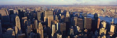 Πανοραμική άποψη του Μανχάταν, πόλη της Νέας Υόρκης, ορίζοντας της Νέας Υόρκης με τον ποταμό του Hudson, πυροβολισμός από Weehawk Στοκ φωτογραφία με δικαίωμα ελεύθερης χρήσης