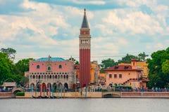 Πανοραμική άποψη του περίπτερου της Ιταλίας στο νεφελώδες υπόβαθρο ουρανού σε Epcot στον κόσμο Walt Disney στοκ φωτογραφία με δικαίωμα ελεύθερης χρήσης