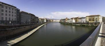 Πανοραμική άποψη του ποταμού Arno από Ponte Solferino, Πίζα στοκ φωτογραφία