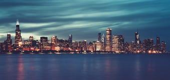 Πανοραμική άποψη του Σικάγου τή νύχτα, ειδικός φωτογραφικός στοκ φωτογραφία με δικαίωμα ελεύθερης χρήσης
