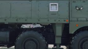 Πανοραμική άποψη του τακτικού συστήματος iskander-μ βαλλιστικών πυραύλων στην έκθεση τεθωρακισμένων απόθεμα βίντεο