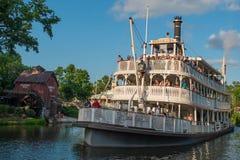 Πανοραμική άποψη του τετραγωνικού ποταμοπλοίου ελευθερίας στο μαγικό βασίλειο στον κόσμο 3 Walt Disney στοκ φωτογραφίες