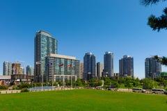Πανοραμική άποψη του Τορόντου από το ολυμπιακό κέντρο συμβάσεων πάρκων και μετρό Στοκ φωτογραφία με δικαίωμα ελεύθερης χρήσης