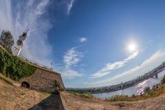 Πανοραμική άποψη του φρουρίου και Danu Petrovaradin Στοκ φωτογραφία με δικαίωμα ελεύθερης χρήσης