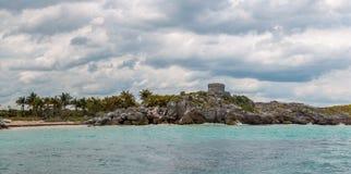 Πανοραμική άποψη του Castle στις καταστροφές Tulum από τον ωκεανό Στοκ Εικόνα