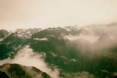 Πανοραμική άποψη των Άνδεων στην υδρονέφωση στο ίχνος Inca Περού τρισδιάστατος νότος τρία απεικόνισης αριθμού της Αμερικής όμορφο Στοκ φωτογραφία με δικαίωμα ελεύθερης χρήσης
