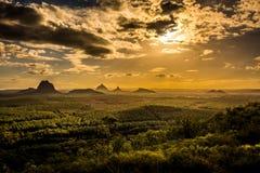 Πανοραμική άποψη των βουνών σπιτιών γυαλιού στο ηλιοβασίλεμα ορατό από το W Στοκ εικόνα με δικαίωμα ελεύθερης χρήσης