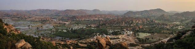 Πανοραμική άποψη των κοιλάδων Hampi ` s από το ναό Hanuman, Hill Anjanadri, Hampi, Karnataka, Ινδία Στοκ φωτογραφίες με δικαίωμα ελεύθερης χρήσης