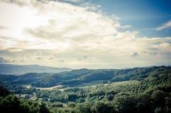 Πανοραμική άποψη των κυλώντας λόφων Chianti στα ξημερώματα στοκ εικόνες