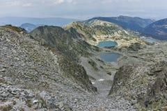 Πανοραμική άποψη των λιμνών Musalenski από την αιχμή Musala, βουνό Rila Στοκ εικόνα με δικαίωμα ελεύθερης χρήσης