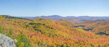 Πανοραμική άποψη φθινοπώρου του Adirondacks Στοκ εικόνα με δικαίωμα ελεύθερης χρήσης