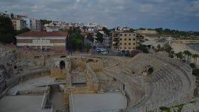 Πανοραμική άποψη χρονικού σφάλματος του αρχαίου ρωμαϊκού αμφιθεάτρου Tarragona, Ισπανία, δίπλα στη Μεσόγειο - ΟΥΝΕΣΚΟ απόθεμα βίντεο