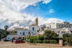 Πανοραμική άποψη Alberobello Πούλια Ιταλία μια ηλιόλουστη ημέρα Στοκ φωτογραφία με δικαίωμα ελεύθερης χρήσης