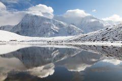 Πανοραμική άποψη Annapurna 3 ΙΙΙ και Ganggapurna Στοκ Εικόνα