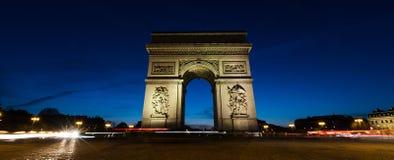 Πανοραμική άποψη Arc de Triomphe στο Παρίσι, Γαλλία τη νύχτα Στοκ Φωτογραφία