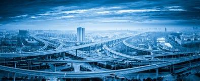 Πανοραμική άποψη overpass ανταλλαγής της γέφυρας στοκ εικόνα