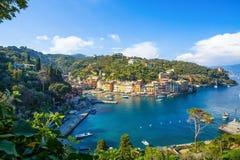 Πανοραμική άποψη Portofino, ένα ιταλικό ψαροχώρι, επαρχία της Γένοβας, Ιταλία Μια θέση τουριστών με ένα γραφικούς λιμάνι και το σ στοκ εικόνες