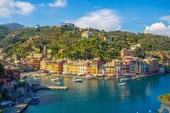 Πανοραμική άποψη Portofino, ένα ιταλικό ψαροχώρι, επαρχία της Γένοβας, Ιταλία Μια θέση τουριστών με ένα γραφικούς λιμάνι και το σ στοκ φωτογραφίες