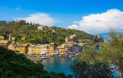 Πανοραμική άποψη Portofino, ένα ιταλικό ψαροχώρι, επαρχία της Γένοβας, Ιταλία Μια θέση τουριστών με ένα γραφικούς λιμάνι και το σ στοκ εικόνα