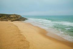 Πανοραμική άποψη Praia DAS Macas το πρωί sintra της Πορτογαλίας στοκ εικόνες με δικαίωμα ελεύθερης χρήσης