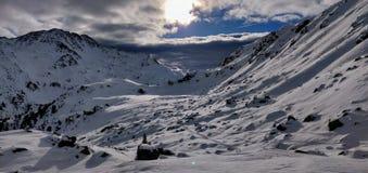Πανοραμική έρημος πάγου στο Tirol κατά τη διάρκεια του γύρου σκι στοκ εικόνα