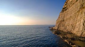 Πανοραμική εναέρια άποψη ΣΟΡΕΝΤΟ, ΙΤΑΛΙΑ ακτή Σορέντο, η Αμάλφη στην Ιταλία σε ένα όμορφο ηλιοβασίλεμα θερινού βραδιού στοκ εικόνα με δικαίωμα ελεύθερης χρήσης
