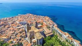 Πανοραμική εναέρια άποψη της παλαιάς πόλης Cefalu, Σικελία, Ιταλία απόθεμα βίντεο