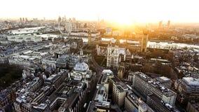 Πανοραμική εναέρια άποψη των σπιτιών του εικονιδίου Big Ben του Κοινοβουλίου στο Λονδίνο Στοκ Φωτογραφίες