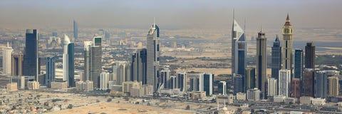 Πανοραμική εναέρια φωτογραφία άποψης πανοράματος πύργων εμιράτων του Ντουμπάι Στοκ Φωτογραφίες