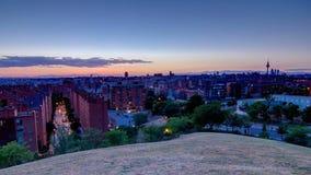 Πανοραμική ημέρα στην άποψη νύχτας timelapse της Μαδρίτης, Ισπανία Φωτογραφία που λαμβάνεται από τους λόφους του πάρκου Tio Pio,  φιλμ μικρού μήκους