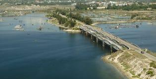 Πανοραμική θέα της ακτής και της γέφυρας του Βιετνάμ, έκκεντρο Ranh στοκ εικόνα
