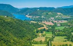 Πανοραμική θέα της λίμνης Piediluco όπως βλέπει από Labro Επαρχία Rieti, Λάτσιο, Ιταλία στοκ εικόνα