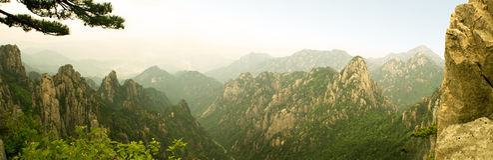 πανοραμική μέγιστη όψη βουνών beihai huangshan Στοκ Φωτογραφία