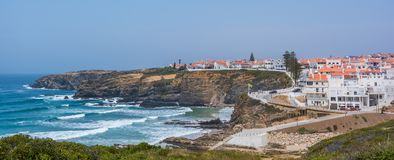 Πανοραμική παράκτια άποψη κοντά Zambujeira do Mar, πλευρά Vicentina, Πορτογαλία Στοκ Φωτογραφία