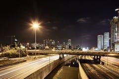 Πανοραμική φωτογραφία άποψης νύχτας του οδικού Τελ Αβίβ Ayalon Στοκ Φωτογραφία