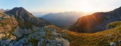 Πανοραμική φωτογραφία της κοιλάδας θερινών βουνών της κορυφογραμμής Arkhyz, Russi Στοκ φωτογραφία με δικαίωμα ελεύθερης χρήσης